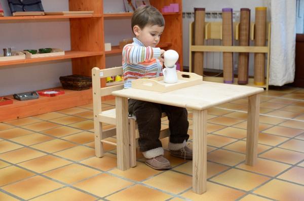 table et chaise pour bebe 18 mois pi ti li. Black Bedroom Furniture Sets. Home Design Ideas