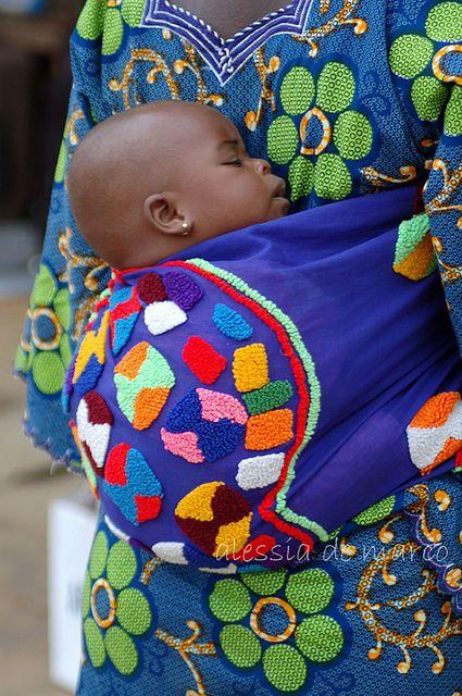 e1574b02d15 Voici la sélection d écharpe de portage bébé pour vous     . Porte bébé  africain