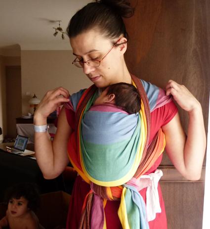 Voici la sélection d écharpe de portage bébé pour vous     . Portage en écharpe  nouveau né c3f84b9a66a