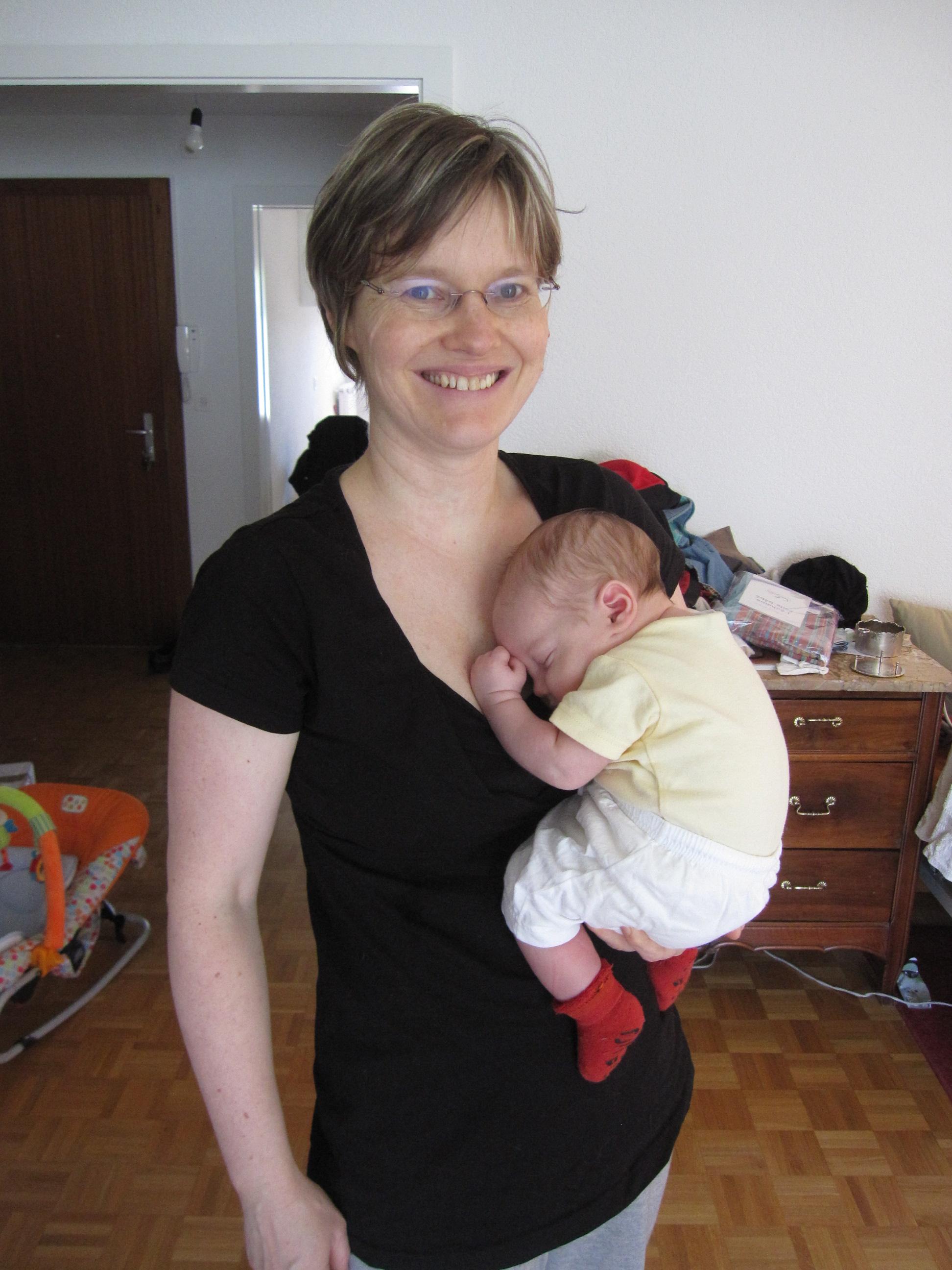 Portage bébé dos quel age - pi ti li 2f03d58d389
