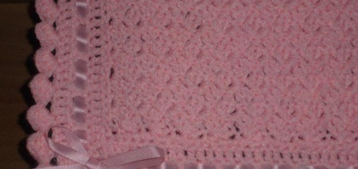 couverture au crochet pour b b pi ti li. Black Bedroom Furniture Sets. Home Design Ideas